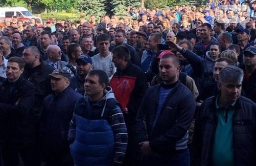 В Кривом Роге - марш за повышение зарплат