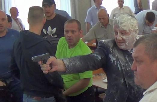 В Никополе депутат учинил обстрел на сессии горсовета /ВИДЕО
