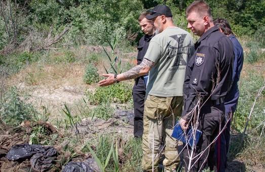 Шокирующая находка: возле Таромского обнаружили десятки мешков с вещами погибших под Иловайском / ФОТО