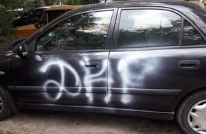 В Днепре на автомобиле лидера организации «Майдан Січеслав-Дніпро» написали аббревиатуру «ДНР»