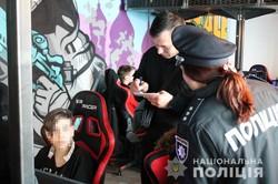 «Верни ребенка в школу!»: на улицах Днепра полицейские искали детей, прогуливающих уроки