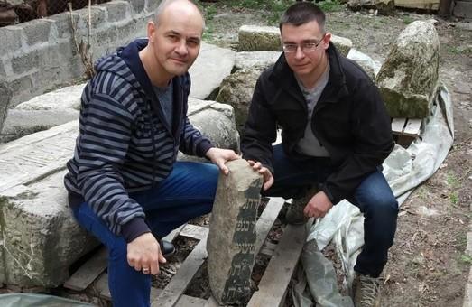 В Днепре нашли фрагмент старинного надгробия (ФОТО)