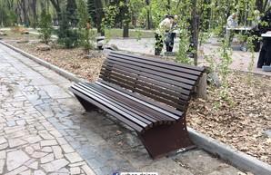В парке Шевченко установили современные лавочки