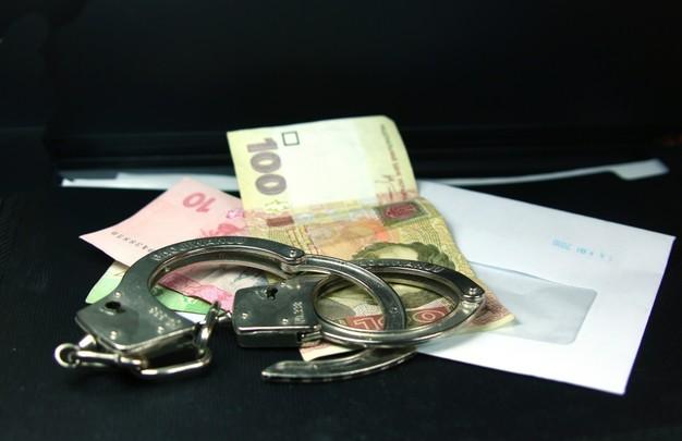 В Днепре на «горячем» задержан чиновник-взяточник