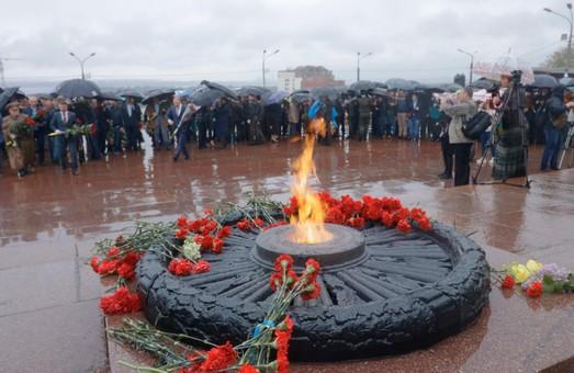 Днепр отмечает 74-ю годовщину победы над нацизмом во Второй мировой войне (ФОТО)