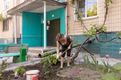 В Днепре жители многоэтажек объединяют усилия, чтобы навести порядок в своих дворах
