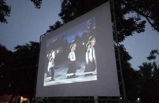 В Днепре появился бесплатный кинотеатр под открытым небом