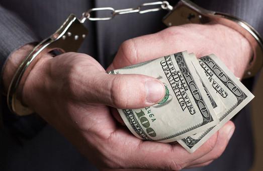 Триста долларов за размещение рекламы: Депутат горсовета попался на взятке
