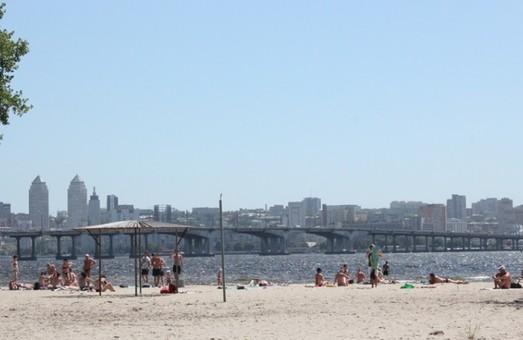 Авария на коллекторе: Пляж Приднепровска полностью очищен от стоков