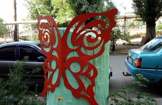 На одной из клумб Днепра «поселились» необычные бабочки (ФОТО)