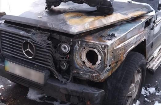 Ночью в Днепре сгорела иномарка: Причину пожара устанавливает полиция (ФОТО)