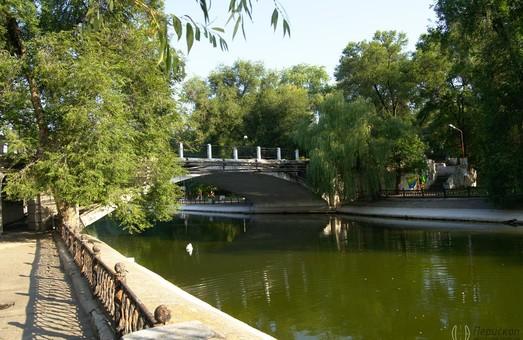 Филатов: Искусственное озеро в парке Глобы приведут в порядок в следующем году