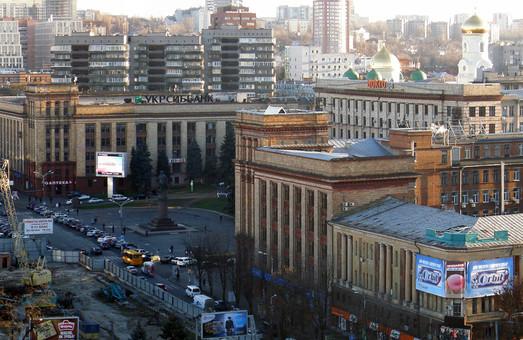 К концу года вывески на фасадах проспекта Яворницкого будут отвечать дизайн-коду города – мэрия