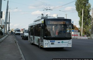 В Днепре продолжается работа по реконструкции троллейбусного маршрута на жилмассив Солнечный