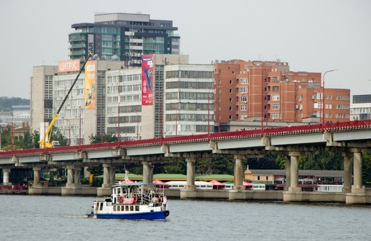В Днепре полностью перекрыли Центральный мост