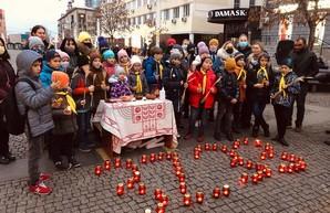 В Днепре на Европейской площади зажгли лампадки памяти